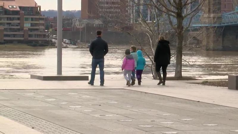 As Ohio River recedes, cleanup begins