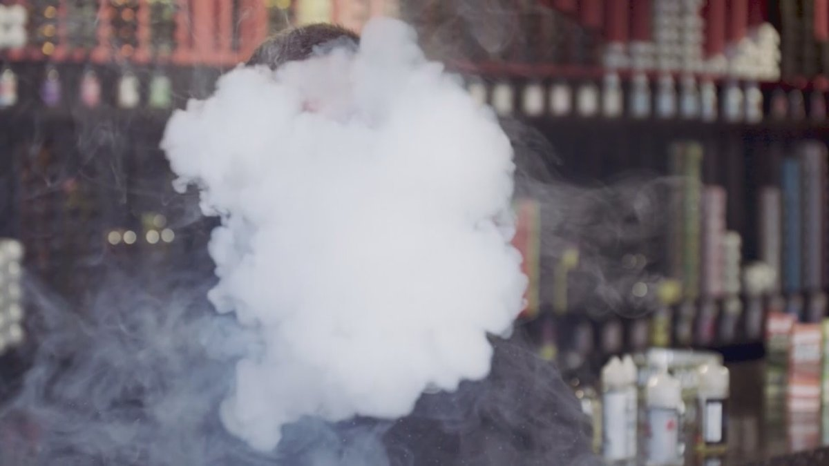 Lawmakers are upping the pressure on the FDA and the vaping industry amid an outbreak of vaping...