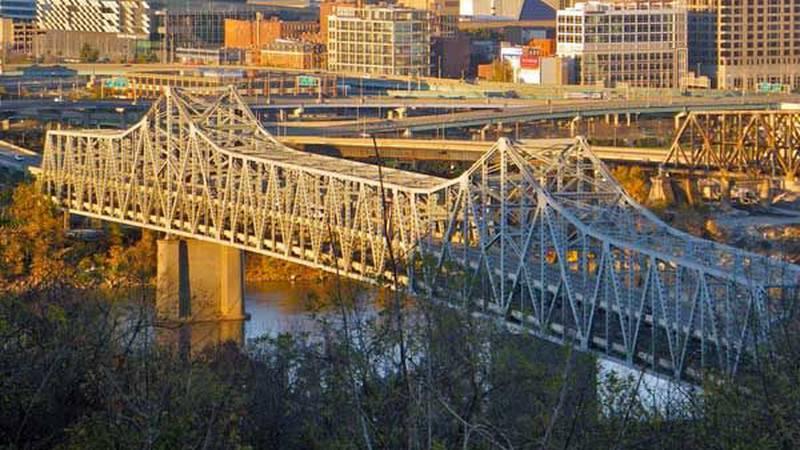 The Brent Spence Bridge connects Covington, KY. to downtown Cincinnati. (Source: Flikr/punktoad)