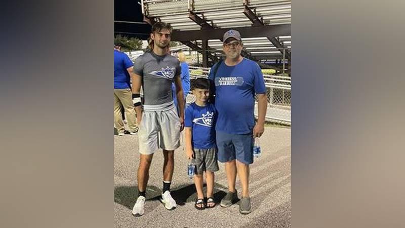 Aaron, 6, met Hunter Kinney a Mason County High School football player.