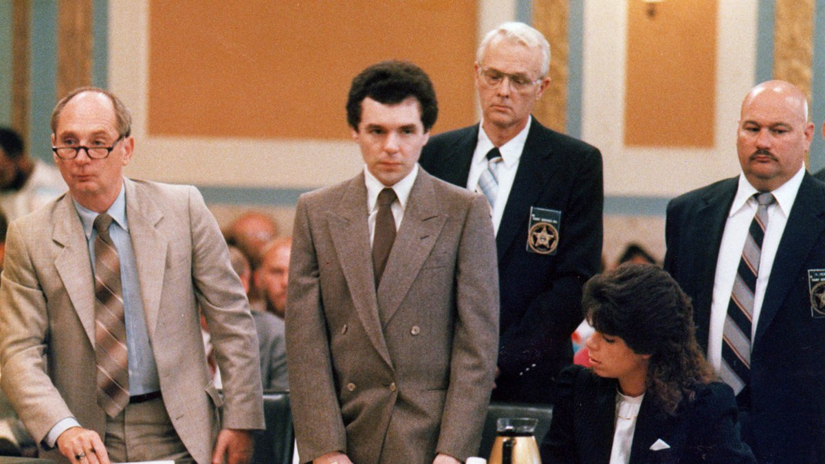 AUGUST. 18, 1987: Former Drake Hospital orderly Donald Harvey (center) and his attorney,...