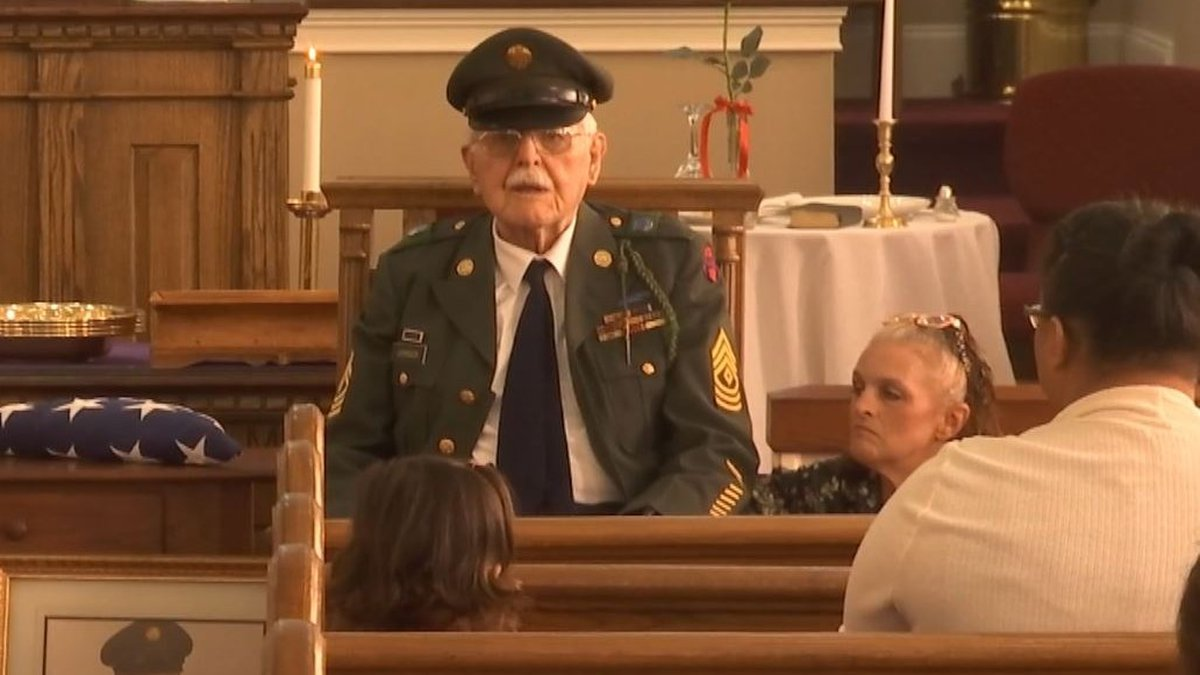 100-year-old World War II veteran with pancreatic cancer honored in Kannapolis