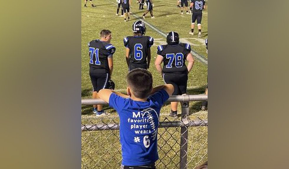 Aaron, 6, watches his favorite Mason County High School football player.