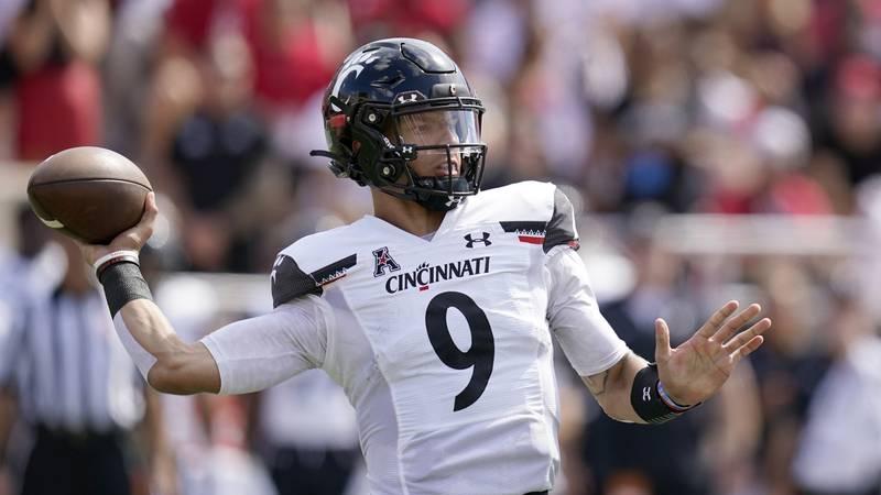 Cincinnati quarterback Desmond Ridder (9) throws during the first half of an NCAA college...