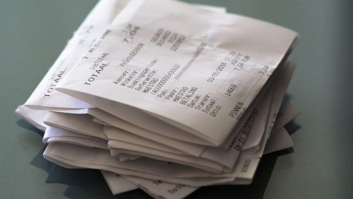 No matter what the policy is, hang on to your receipts. (Source: file photo)