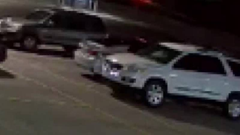 Caught on cam: Person breaks car glass, steals purse with loaded gun
