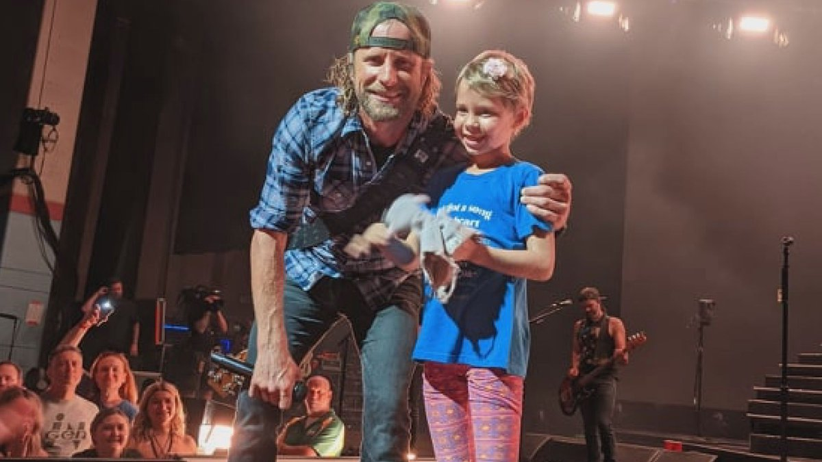 Myla was pulled up on stage by country star Dierks Bentley who serenaded her.