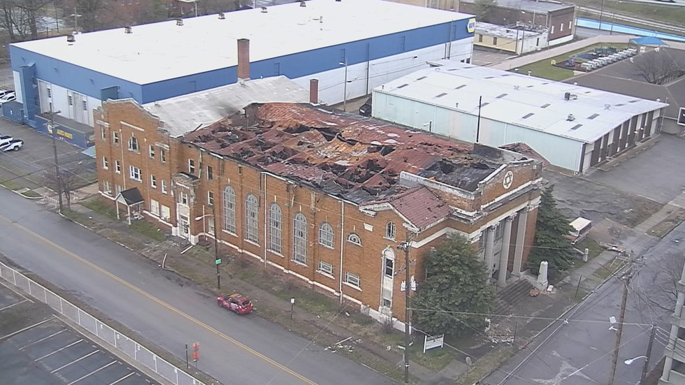 A fire ripped through Kentucky's first synagogue Saturday, causing the roof to partially...