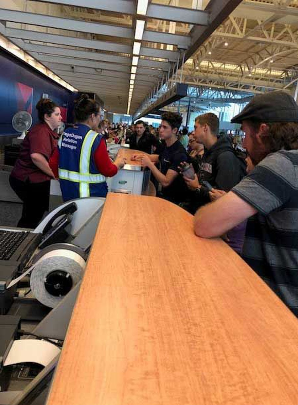 WOW air passengers pack the counter at CVG Tuesday. (Photo: Provided to FOX19 NOW)