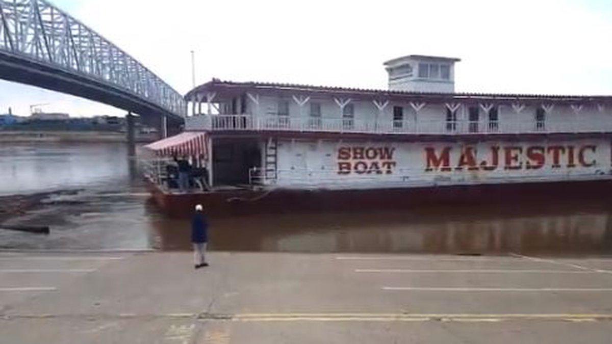 Showboat Majestic leaves Cincinnati (Courtesy City of Cincinnati)