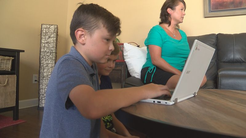 Parents look into 'pandemic pods' for co-parenting as remote learning continues