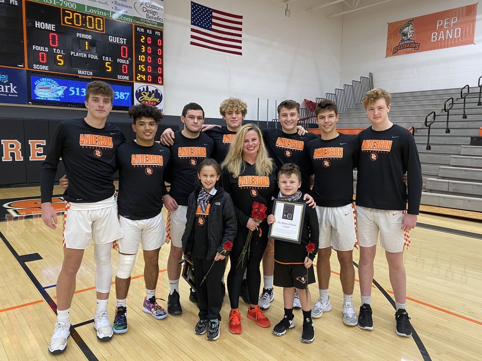 Anderson basketball team poses with Sarah Celenza and kids