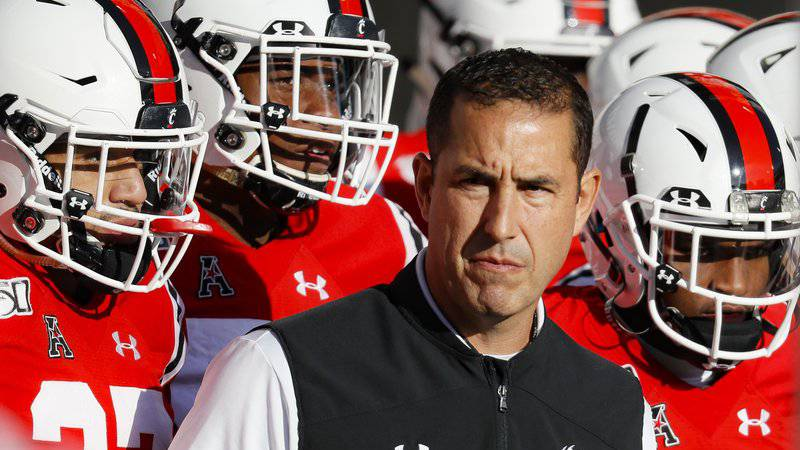 Cincinnati head coach Luke Fickell takes the field with his players before the first half of...