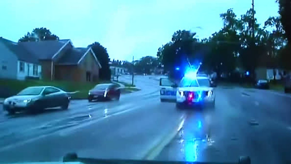 Police dash camera video moments before suspect crashes stolen cruiser into police car