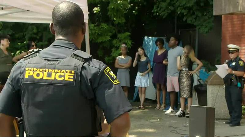 Law enforcement, artists work together to create mural in Avondale