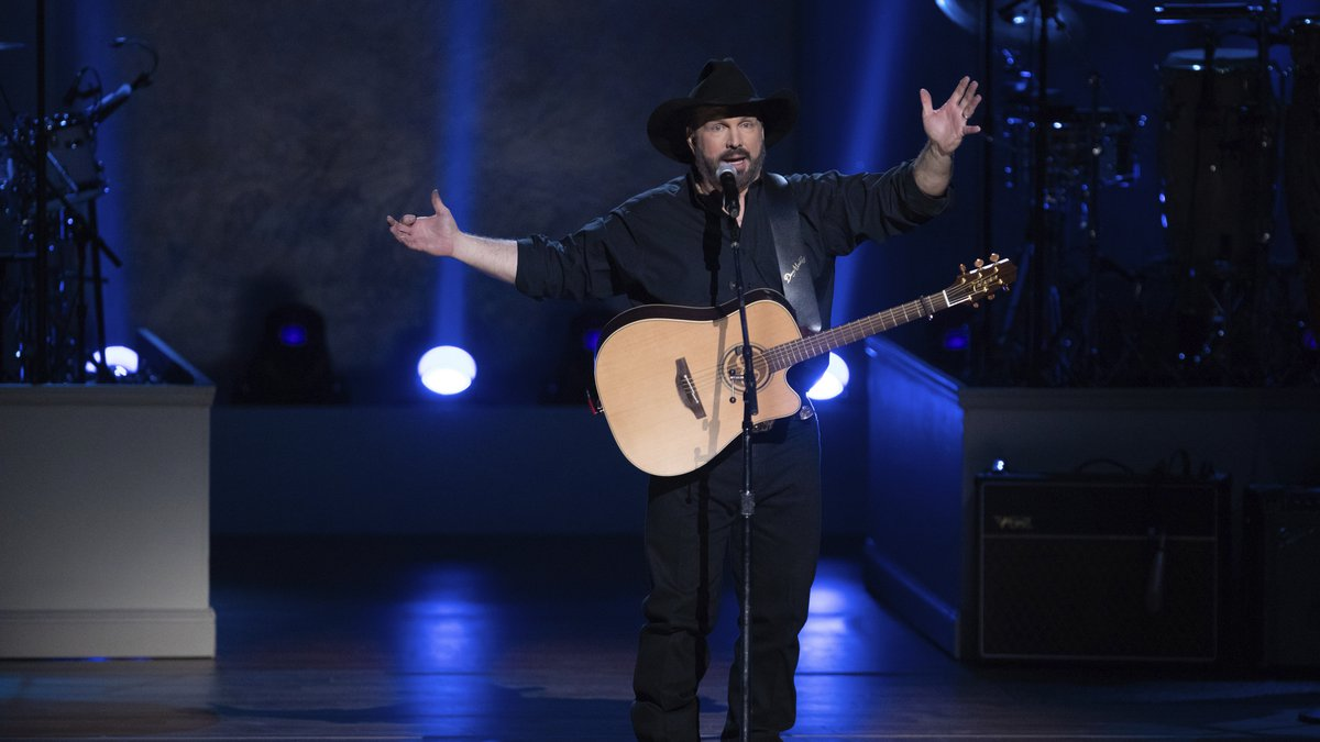 Honoree Garth Brooks performs on stage during the 2020 Gershwin Prize Honoree's Tribute Concert...