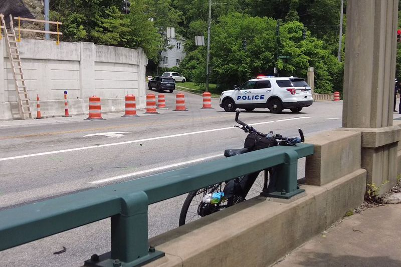 The crash closed a portion of the parkway.