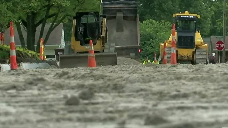 Construction workers' fast actions help save man's life